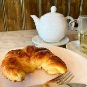 Area desayuno con cruasan Paris